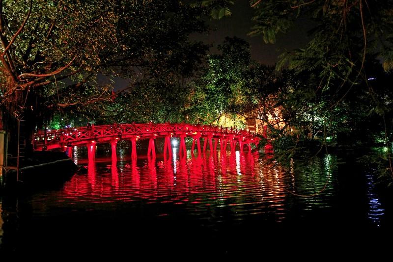 HANOI, Hoan Kiem Lake bridge by night