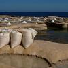 La récolte du sel aux salines de Marsalforn, Gozo