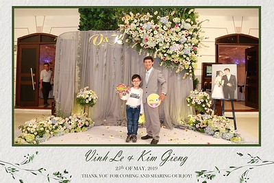 VK-wedding-instant-print-photo-booth-My-My-wedding-center-in-hinh-lay-lien-Tiec-cuoi-WefieBox-Photobooth-Vietnam-009