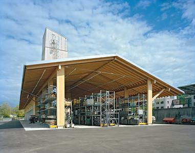 03 Werkhof Sissach | Ansicht Westseite des Gebäudes mit überdachtem Aussenlager und Salzsilo