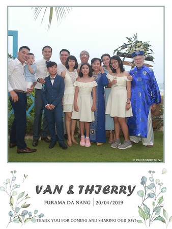 VT-wedding-instant-print-photo booth-in-Da-Nang-chup-hinh-in-anh-lay-ngay-Tiec-cuoi-WefieBox-photobooth-Vietnam-20