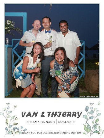 VT-wedding-instant-print-photo booth-in-Da-Nang-chup-hinh-in-anh-lay-ngay-Tiec-cuoi-WefieBox-photobooth-Vietnam-45