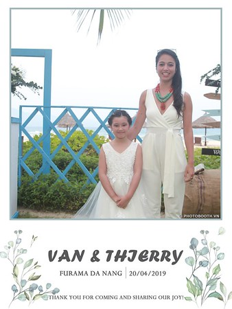 VT-wedding-instant-print-photo booth-in-Da-Nang-chup-hinh-in-anh-lay-ngay-Tiec-cuoi-WefieBox-photobooth-Vietnam-08
