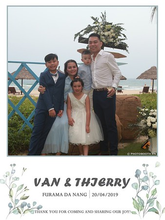 VT-wedding-instant-print-photo booth-in-Da-Nang-chup-hinh-in-anh-lay-ngay-Tiec-cuoi-WefieBox-photobooth-Vietnam-16