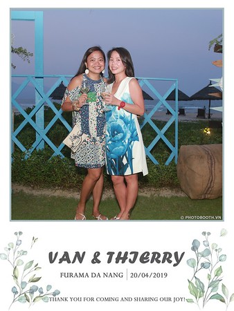 VT-wedding-instant-print-photo booth-in-Da-Nang-chup-hinh-in-anh-lay-ngay-Tiec-cuoi-WefieBox-photobooth-Vietnam-40