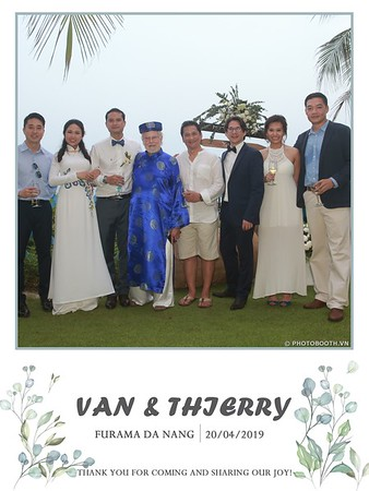 VT-wedding-instant-print-photo booth-in-Da-Nang-chup-hinh-in-anh-lay-ngay-Tiec-cuoi-WefieBox-photobooth-Vietnam-24