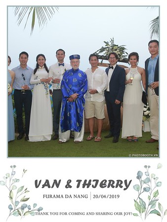 VT-wedding-instant-print-photo booth-in-Da-Nang-chup-hinh-in-anh-lay-ngay-Tiec-cuoi-WefieBox-photobooth-Vietnam-25