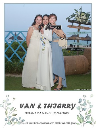 VT-wedding-instant-print-photo booth-in-Da-Nang-chup-hinh-in-anh-lay-ngay-Tiec-cuoi-WefieBox-photobooth-Vietnam-31
