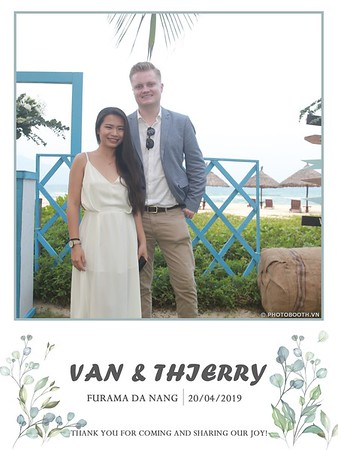 VT-wedding-instant-print-photo booth-in-Da-Nang-chup-hinh-in-anh-lay-ngay-Tiec-cuoi-WefieBox-photobooth-Vietnam-04