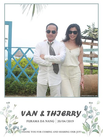 VT-wedding-instant-print-photo booth-in-Da-Nang-chup-hinh-in-anh-lay-ngay-Tiec-cuoi-WefieBox-photobooth-Vietnam-05