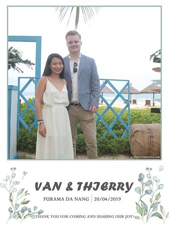 VT-wedding-instant-print-photo booth-in-Da-Nang-chup-hinh-in-anh-lay-ngay-Tiec-cuoi-WefieBox-photobooth-Vietnam-03