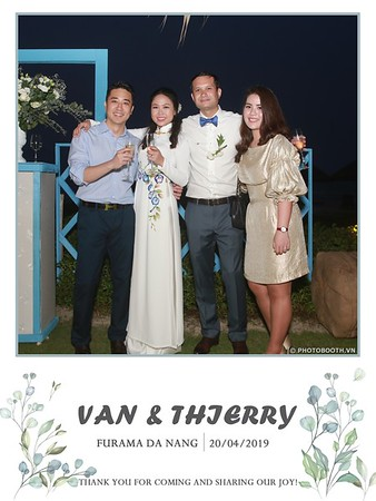 VT-wedding-instant-print-photo booth-in-Da-Nang-chup-hinh-in-anh-lay-ngay-Tiec-cuoi-WefieBox-photobooth-Vietnam-50