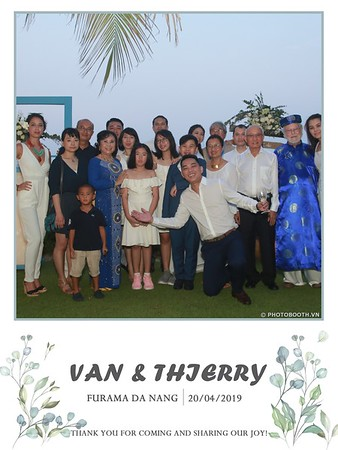 VT-wedding-instant-print-photo booth-in-Da-Nang-chup-hinh-in-anh-lay-ngay-Tiec-cuoi-WefieBox-photobooth-Vietnam-35