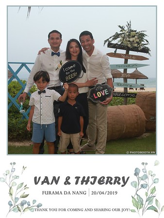 VT-wedding-instant-print-photo booth-in-Da-Nang-chup-hinh-in-anh-lay-ngay-Tiec-cuoi-WefieBox-photobooth-Vietnam-18