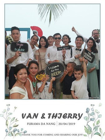 VT-wedding-instant-print-photo booth-in-Da-Nang-chup-hinh-in-anh-lay-ngay-Tiec-cuoi-WefieBox-photobooth-Vietnam-12