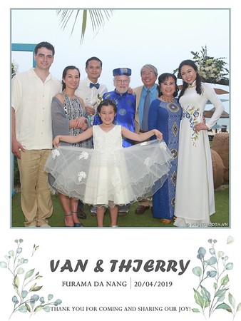 VT-wedding-instant-print-photo booth-in-Da-Nang-chup-hinh-in-anh-lay-ngay-Tiec-cuoi-WefieBox-photobooth-Vietnam-23
