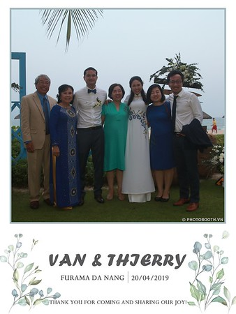 VT-wedding-instant-print-photo booth-in-Da-Nang-chup-hinh-in-anh-lay-ngay-Tiec-cuoi-WefieBox-photobooth-Vietnam-28
