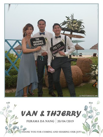 VT-wedding-instant-print-photo booth-in-Da-Nang-chup-hinh-in-anh-lay-ngay-Tiec-cuoi-WefieBox-photobooth-Vietnam-17