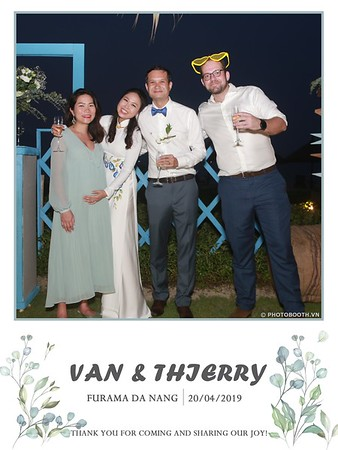 VT-wedding-instant-print-photo booth-in-Da-Nang-chup-hinh-in-anh-lay-ngay-Tiec-cuoi-WefieBox-photobooth-Vietnam-49
