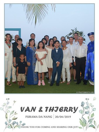 VT-wedding-instant-print-photo booth-in-Da-Nang-chup-hinh-in-anh-lay-ngay-Tiec-cuoi-WefieBox-photobooth-Vietnam-33