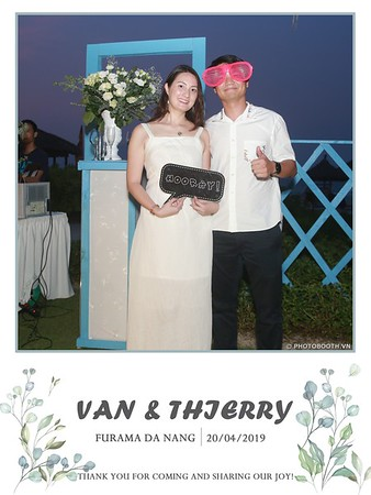 VT-wedding-instant-print-photo booth-in-Da-Nang-chup-hinh-in-anh-lay-ngay-Tiec-cuoi-WefieBox-photobooth-Vietnam-43
