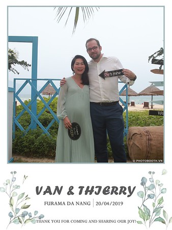 VT-wedding-instant-print-photo booth-in-Da-Nang-chup-hinh-in-anh-lay-ngay-Tiec-cuoi-WefieBox-photobooth-Vietnam-11