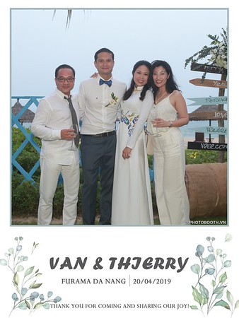 VT-wedding-instant-print-photo booth-in-Da-Nang-chup-hinh-in-anh-lay-ngay-Tiec-cuoi-WefieBox-photobooth-Vietnam-27