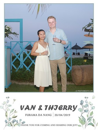 VT-wedding-instant-print-photo booth-in-Da-Nang-chup-hinh-in-anh-lay-ngay-Tiec-cuoi-WefieBox-photobooth-Vietnam-37