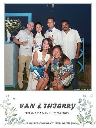 VT-wedding-instant-print-photo booth-in-Da-Nang-chup-hinh-in-anh-lay-ngay-Tiec-cuoi-WefieBox-photobooth-Vietnam-46