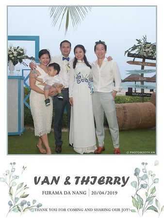 VT-wedding-instant-print-photo booth-in-Da-Nang-chup-hinh-in-anh-lay-ngay-Tiec-cuoi-WefieBox-photobooth-Vietnam-26