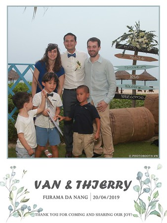 VT-wedding-instant-print-photo booth-in-Da-Nang-chup-hinh-in-anh-lay-ngay-Tiec-cuoi-WefieBox-photobooth-Vietnam-19