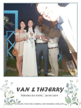 VT-wedding-instant-print-photo booth-in-Da-Nang-chup-hinh-in-anh-lay-ngay-Tiec-cuoi-WefieBox-photobooth-Vietnam-47