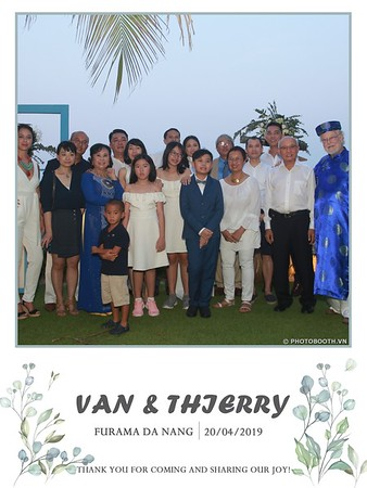VT-wedding-instant-print-photo booth-in-Da-Nang-chup-hinh-in-anh-lay-ngay-Tiec-cuoi-WefieBox-photobooth-Vietnam-34