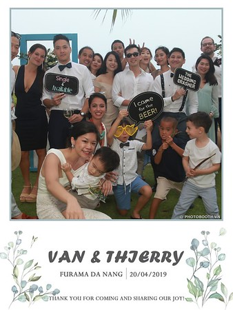 VT-wedding-instant-print-photo booth-in-Da-Nang-chup-hinh-in-anh-lay-ngay-Tiec-cuoi-WefieBox-photobooth-Vietnam-13