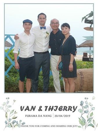 VT-wedding-instant-print-photo booth-in-Da-Nang-chup-hinh-in-anh-lay-ngay-Tiec-cuoi-WefieBox-photobooth-Vietnam-21
