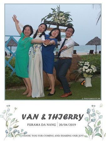 VT-wedding-instant-print-photo booth-in-Da-Nang-chup-hinh-in-anh-lay-ngay-Tiec-cuoi-WefieBox-photobooth-Vietnam-30
