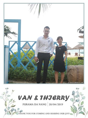 VT-wedding-instant-print-photo booth-in-Da-Nang-chup-hinh-in-anh-lay-ngay-Tiec-cuoi-WefieBox-photobooth-Vietnam-01