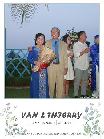VT-wedding-instant-print-photo booth-in-Da-Nang-chup-hinh-in-anh-lay-ngay-Tiec-cuoi-WefieBox-photobooth-Vietnam-36