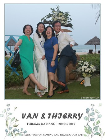 VT-wedding-instant-print-photo booth-in-Da-Nang-chup-hinh-in-anh-lay-ngay-Tiec-cuoi-WefieBox-photobooth-Vietnam-29