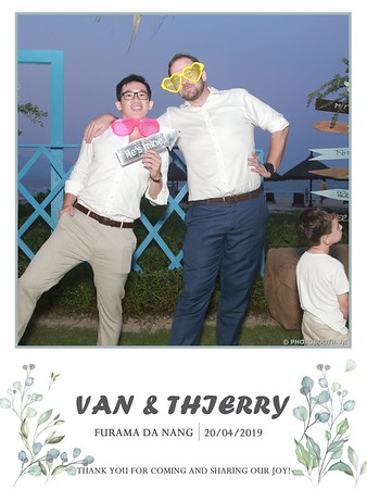 VT-wedding-instant-print-photo booth-in-Da-Nang-chup-hinh-in-anh-lay-ngay-Tiec-cuoi-WefieBox-photobooth-Vietnam-41