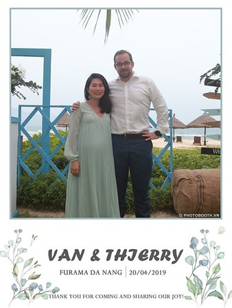 VT-wedding-instant-print-photo booth-in-Da-Nang-chup-hinh-in-anh-lay-ngay-Tiec-cuoi-WefieBox-photobooth-Vietnam-10