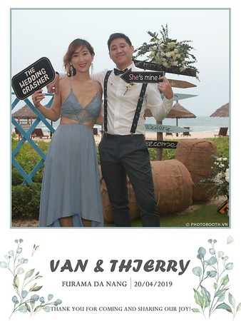 VT-wedding-instant-print-photo booth-in-Da-Nang-chup-hinh-in-anh-lay-ngay-Tiec-cuoi-WefieBox-photobooth-Vietnam-14