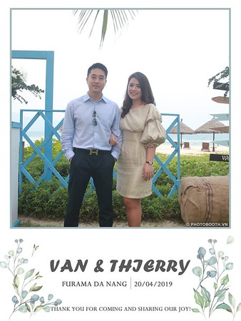 VT-wedding-instant-print-photo booth-in-Da-Nang-chup-hinh-in-anh-lay-ngay-Tiec-cuoi-WefieBox-photobooth-Vietnam-07