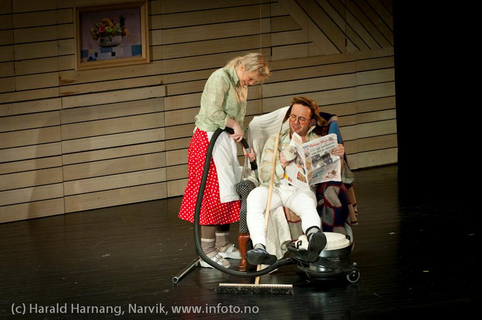 27.3.2011: Forestilling Folkets Hus, Narvik: Teskjekjerringa som prinsesse Pompadur. Urpremiere.