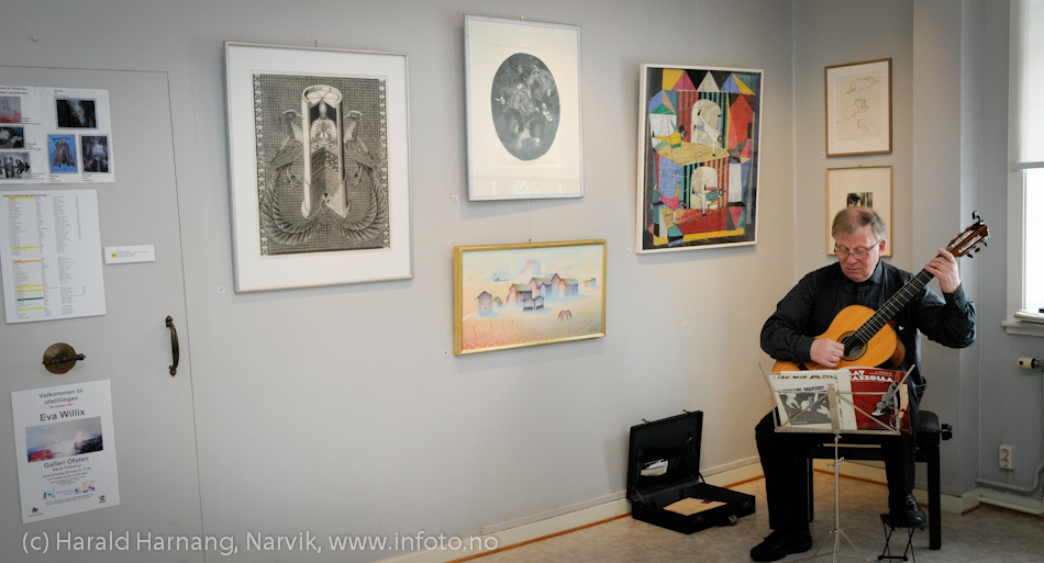 VU-2011: Museum Nord - Narvik, utstillinger. Gunnar Myklevold har spilt klassisk gitar under VU gjennom en årrekke.