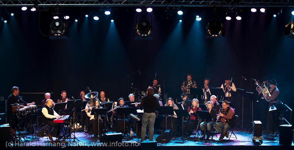 27.3.2011: Da Capo-show med Vidar Lønn Arnesen. Også storbandjazz med solister. LKAB BIg Band er en fryd for øret.