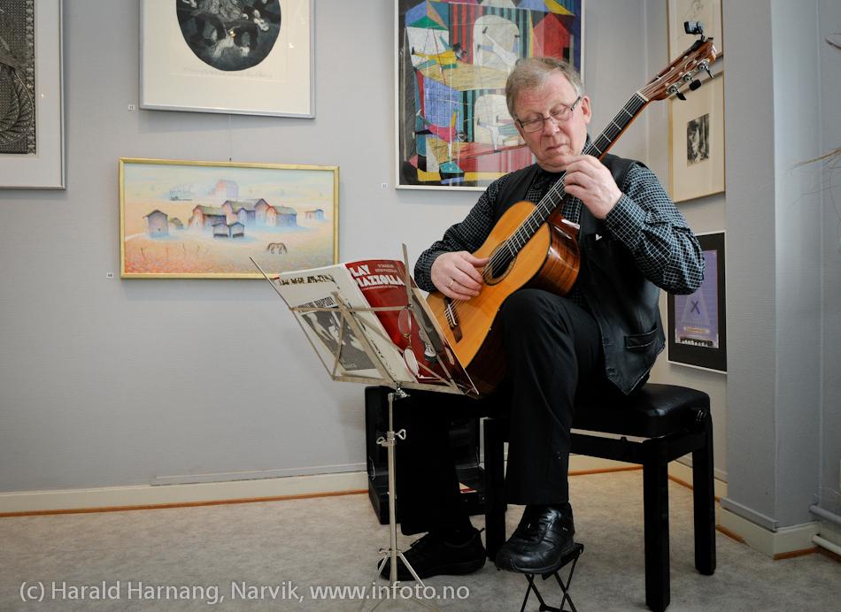 VU-2011: Museum Nord - Narvik, utstillinger. Gunnar Myklevold, gitar.