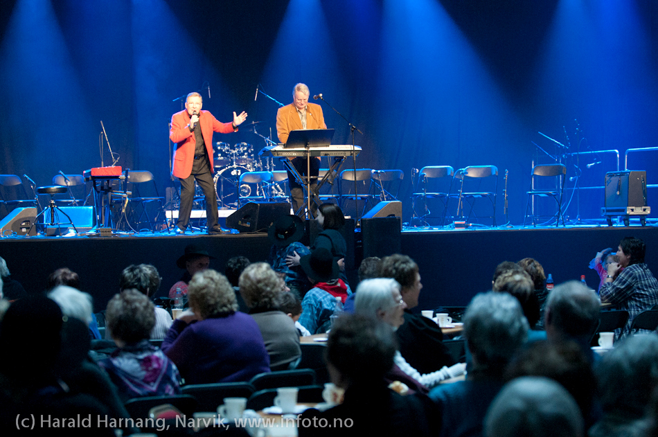 27.3.2011: Da Capo-show med Vidar Lønn Arnesen assistert av Philip Kruse. Også storbandjazz med solister. Også storbandjazz med solister.