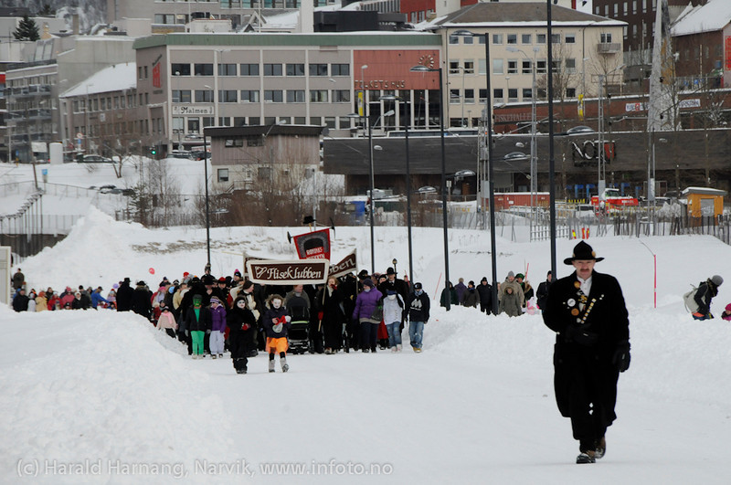 26.3 2011: Kostymetoget, arrangement på Nordkraft Arena med Sjørøverfest med kaptein Rødskjegg og følge. Slusken Melkersen leder an toget.