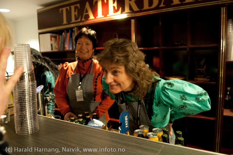 30.3.2011: Konsert Folkets Hus m Mari Boine og band. Full sal. Og som vanlig en flott gjeng med frivillige over alt.